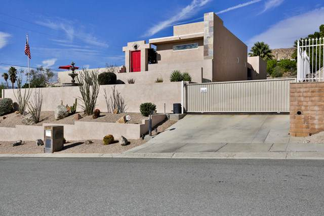 68460 Fernwood Drive, Desert Hot Springs, CA 92240 (#219034051PS) :: The Marelly Group | Compass