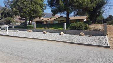 10013 Country Lane, Yucaipa, CA 92399 (#EV19267366) :: J1 Realty Group