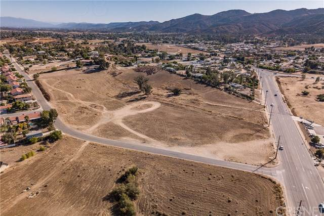 34920 Mission Trail, Wildomar, CA 92595 (#SR19267413) :: RE/MAX Empire Properties