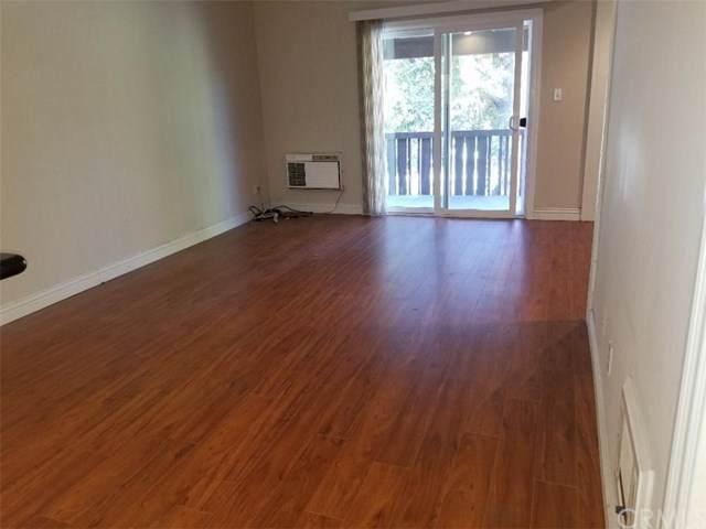 1040 W Macarthur Boulevard #8, Santa Ana, CA 92707 (#PW19267591) :: Crudo & Associates