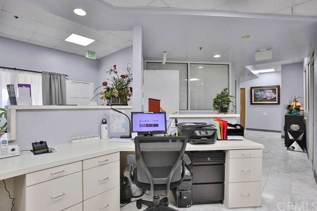 10900 Warner #111, Fountain Valley, CA 92708 (#OC19269594) :: Keller Williams Realty, LA Harbor