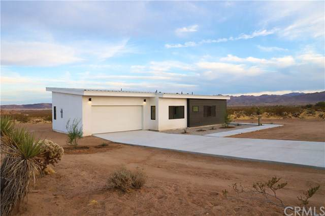 4375 Border Avenue, Joshua Tree, CA 92252 (#JT19269964) :: Berkshire Hathaway Home Services California Properties