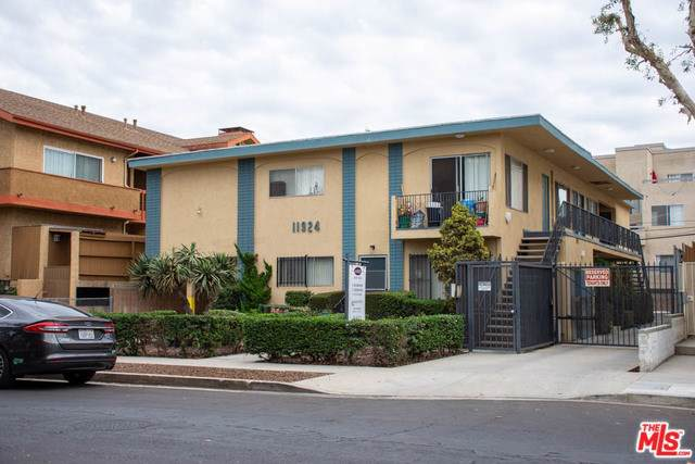11924 Avon Way, Los Angeles (City), CA 90066 (#19533310) :: Sperry Residential Group