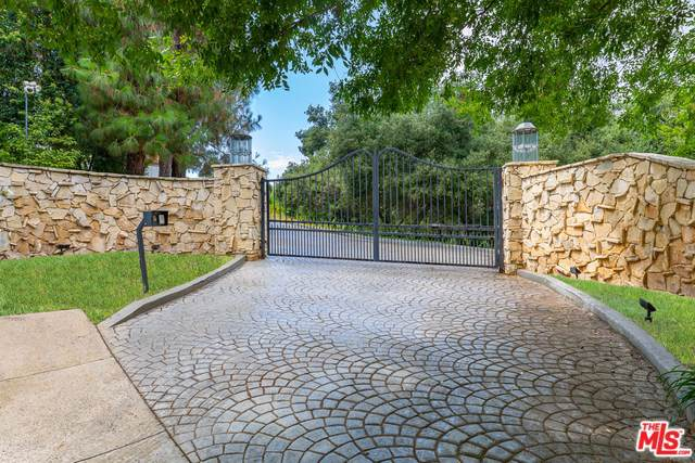 12003 Briarvale Lane, Studio City, CA 91604 (#19533510) :: Team Tami