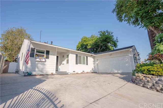 12157 Lull Street, North Hollywood, CA 91605 (#SR19274362) :: Sperry Residential Group