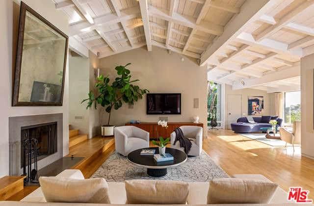 7039 Senalda Road, Los Angeles (City), CA 90068 (#19533946) :: Rogers Realty Group/Berkshire Hathaway HomeServices California Properties