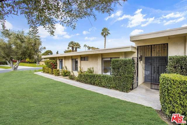2201 Oakcrest Drive, Palm Springs, CA 92264 (#19534152) :: eXp Realty of California Inc.