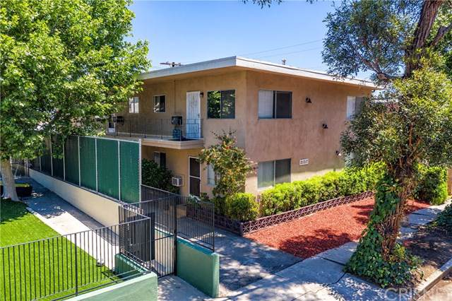 21317 Costanso Street, Woodland Hills, CA 91364 (#SR19274839) :: Go Gabby
