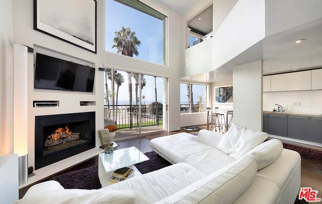 118 Wadsworth Avenue #7, Santa Monica, CA 90405 (#19530140) :: The Danae Aballi Team