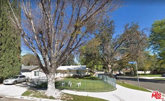 23433 Sylvan Street, Woodland Hills, CA 91367 (#19531092) :: Go Gabby