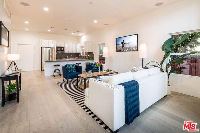 7015 Waring Avenue, Los Angeles (City), CA 90038 (#19535150) :: Sperry Residential Group