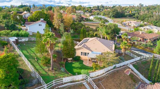 605 Oak Glade Drive, Fallbrook, CA 92028 (#SW19273787) :: The Marelly Group | Compass