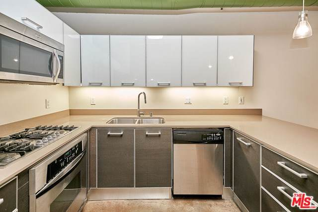 645 W 9TH Street #240, Los Angeles (City), CA 90015 (#19534064) :: Doherty Real Estate Group