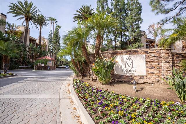 5530 Owensmouth Avenue #223, Woodland Hills, CA 91367 (#SR19275607) :: Sperry Residential Group