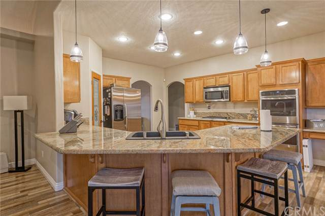 25025 Little Teepee Road, Apple Valley, CA 92307 (#TR19278285) :: Team Tami