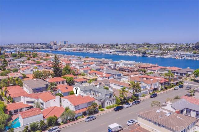 215 Via Genoa, Newport Beach, CA 92663 (#NP19278660) :: Fred Sed Group