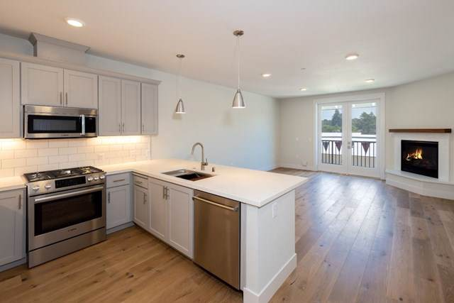 141 Aptos Village Way #203, Aptos, CA 95003 (#ML81777210) :: Sperry Residential Group