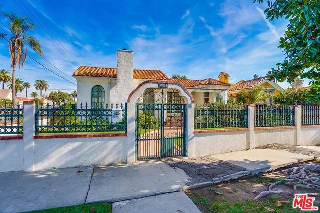 3002 Farmdale Avenue, Los Angeles (City), CA 90016 (#19536846) :: Frank Kenny Real Estate Team, Inc.