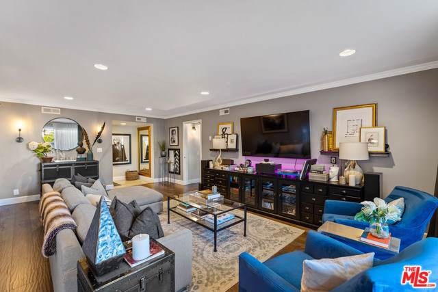 1121 N Olive Drive #202, West Hollywood, CA 90069 (#19536650) :: Sperry Residential Group