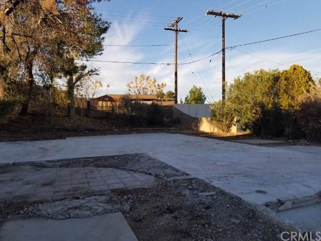 17166 Millbrook Drive, Victorville, CA 92395 (#CV19281133) :: Allison James Estates and Homes