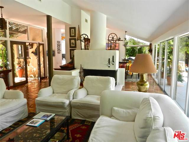 6328 Frondosa Drive, Malibu, CA 90265 (#19535046) :: Sperry Residential Group
