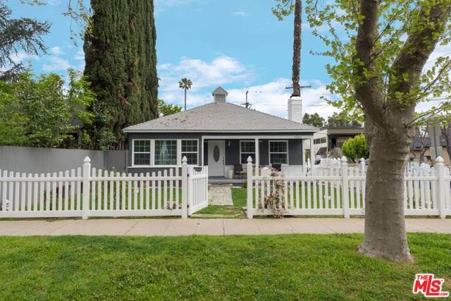 12303 Cantura Street, Studio City, CA 91604 (#19536700) :: Sperry Residential Group