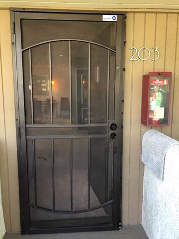 550 Villa Court #203, Palm Springs, CA 92262 (#219035431PS) :: Sperry Residential Group