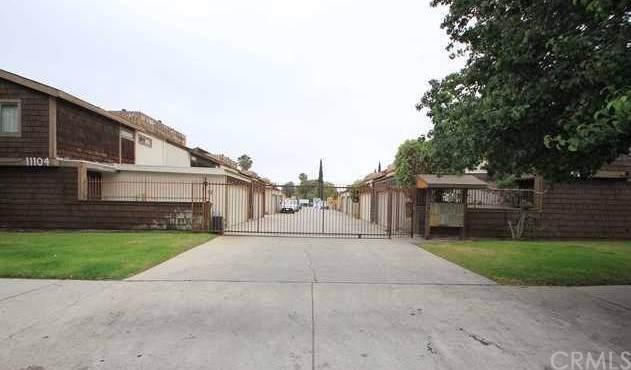 11104 Arminta Street #9, Sun Valley, CA 91352 (#PW19286504) :: J1 Realty Group