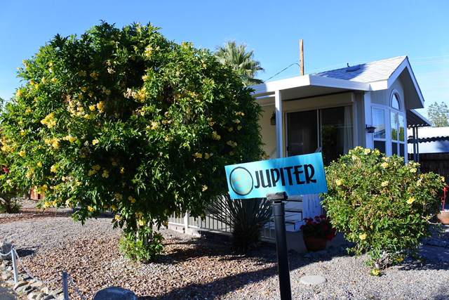 17 Jupiter Street, Palm Springs, CA 92264 (#219036469PS) :: Twiss Realty