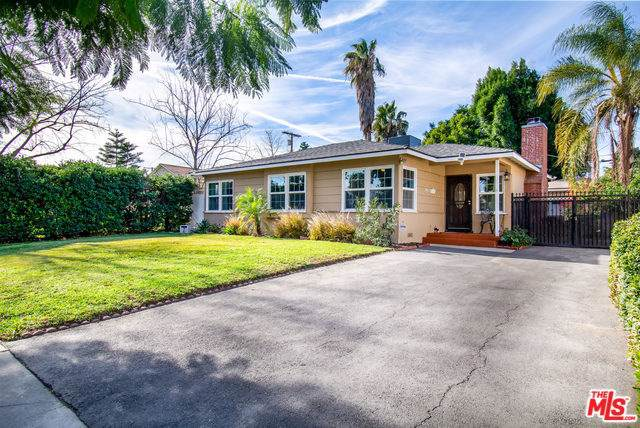 7519 Genesta Avenue, Lake Balboa, CA 91406 (#20541966) :: Twiss Realty