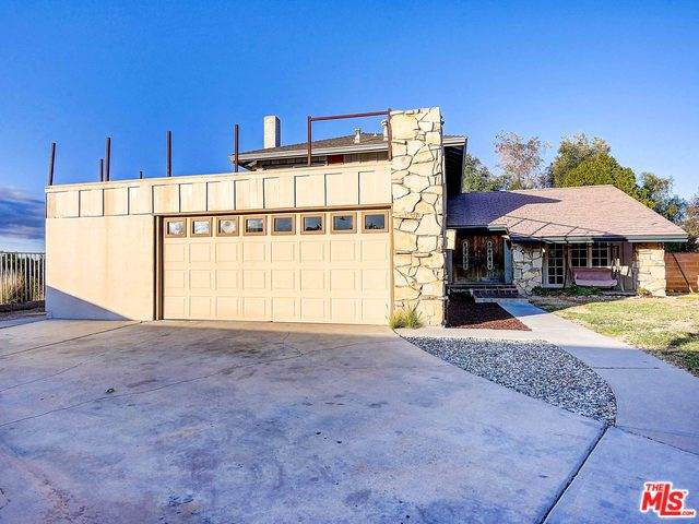 15628 Poppyseed Lane, Canyon Country, CA 91387 (#20542316) :: The Laffins Real Estate Team