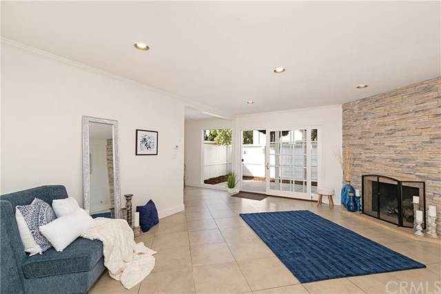 1741 Tustin Avenue 13D, Costa Mesa, CA 92627 (#PW20006143) :: Allison James Estates and Homes