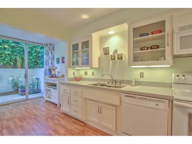 810 Lighthouse Avenue #102, Pacific Grove, CA 93950 (#ML81779275) :: RE/MAX Parkside Real Estate