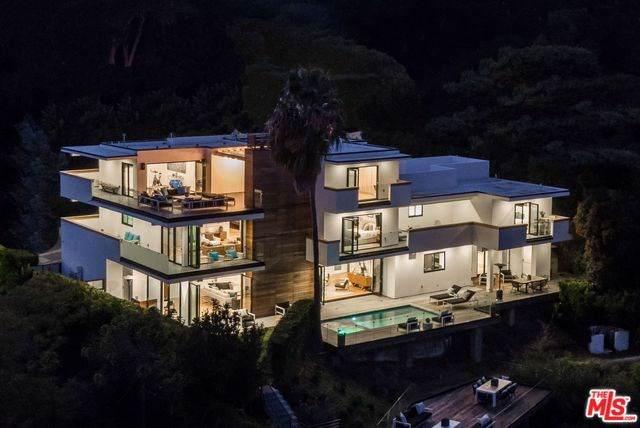 2442 Banyan Drive, Los Angeles (City), CA 90049 (#20543956) :: Doherty Real Estate Group