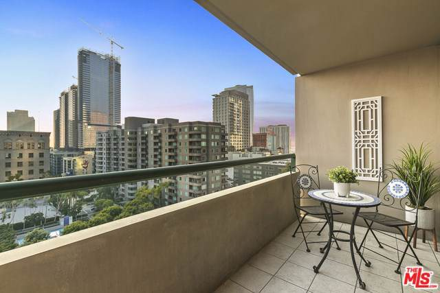 600 W 9TH Street #1214, Los Angeles (City), CA 90015 (#20543764) :: Steele Canyon Realty