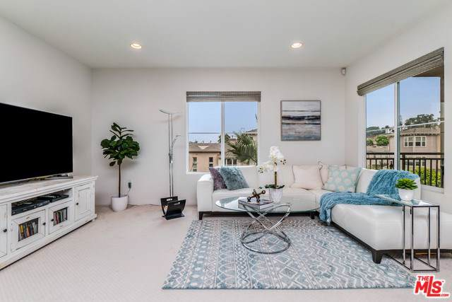 6020 Seabluff Drive #324, Playa Vista, CA 90094 (#20545630) :: Team Tami