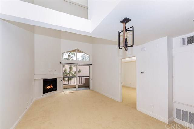 5510 Owensmouth Avenue #317, Woodland Hills, CA 91367 (#SR20011968) :: Doherty Real Estate Group