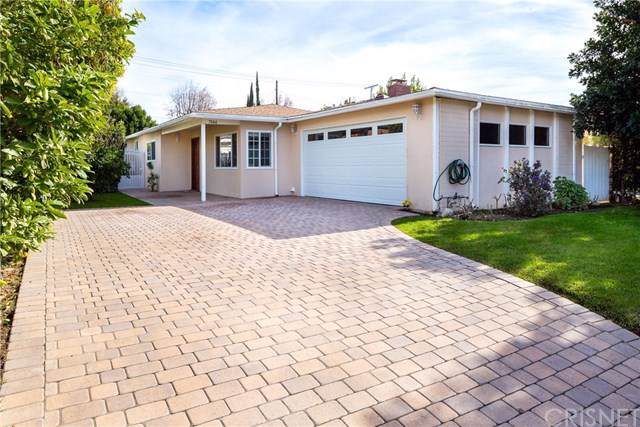 7044 White Oak Avenue, Lake Balboa, CA 91406 (#SR20016128) :: eXp Realty of California Inc.