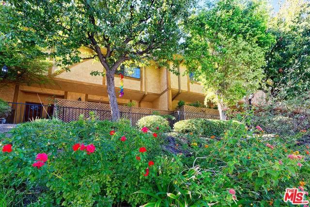 6201 Valley Circle #6, Woodland Hills, CA 91367 (#20546990) :: The Najar Group