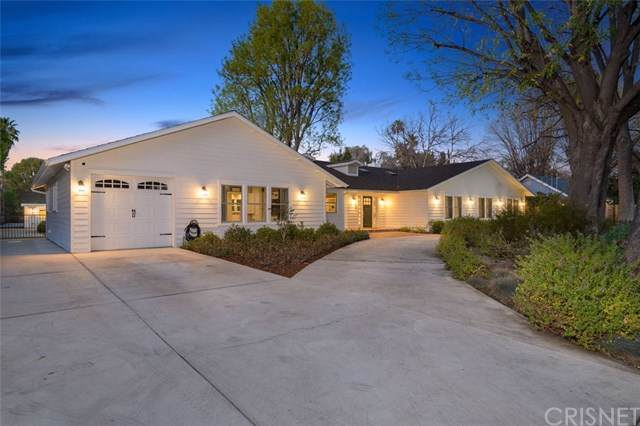 23517 Collins Street, Woodland Hills, CA 91367 (#SR20016211) :: The Bashe Team
