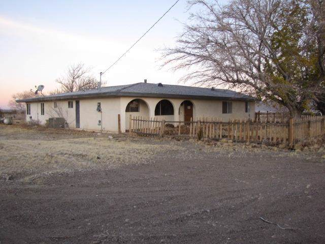 9440 Buena Vista Road, Lucerne Valley, CA 92356 (#521443) :: The Laffins Real Estate Team