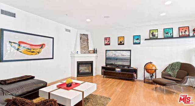 851 N San Vicente #132, West Hollywood, CA 90069 (#20547590) :: RE/MAX Estate Properties