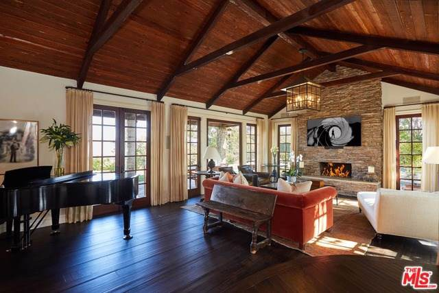 2708 Bowmont Drive, Beverly Hills, CA 90210 (#20547506) :: Sperry Residential Group