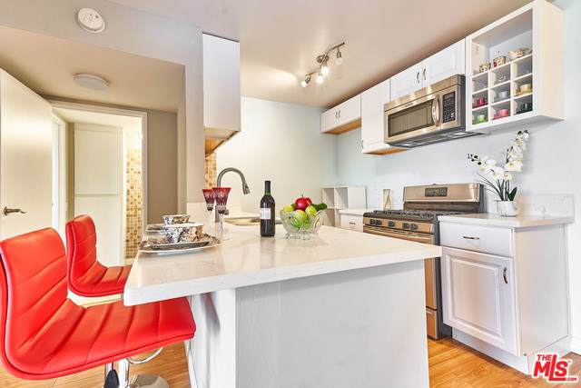 421 S La Fayette Park Place #610, Los Angeles (City), CA 90057 (#20546620) :: Sperry Residential Group