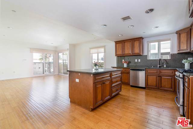 980 S Oxford Avenue #403, Los Angeles (City), CA 90006 (#20547474) :: Sperry Residential Group