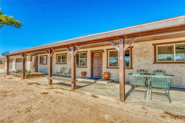 52740 Pipes Canyon Road, Pioneertown, CA 92268 (#JT20019522) :: Allison James Estates and Homes