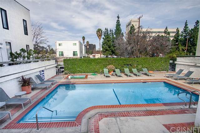 10861 Moorpark Street #205, Toluca Lake, CA 91602 (#SR20024661) :: The Brad Korb Real Estate Group