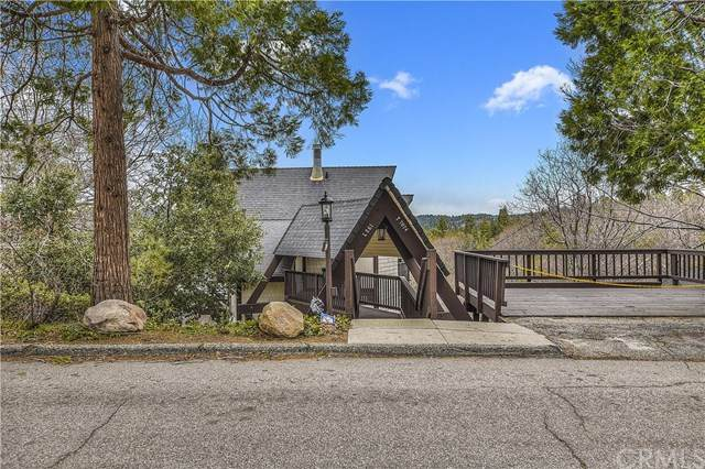 27441 Alpen Drive, Lake Arrowhead, CA 92352 (#EV20026127) :: The Ashley Cooper Team