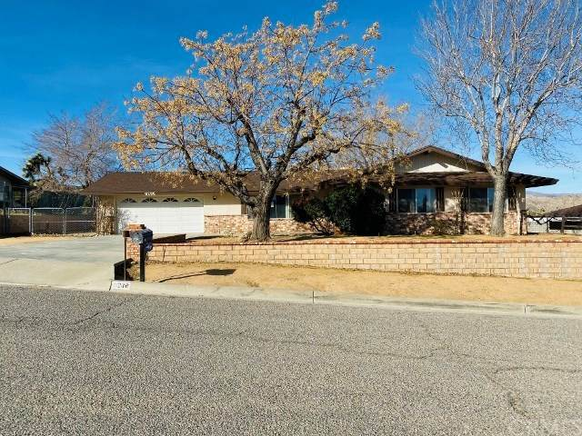 8286 Church Street, Yucca Valley, CA 92284 (#JT20026937) :: Allison James Estates and Homes