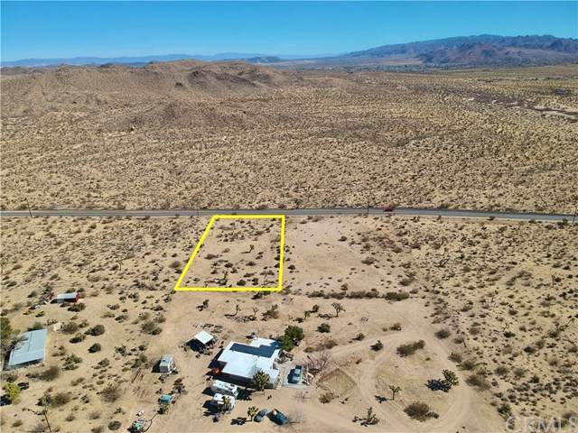 5930 Yucca Mesa Road, Yucca Valley, CA 92284 (#JT20029689) :: Allison James Estates and Homes
